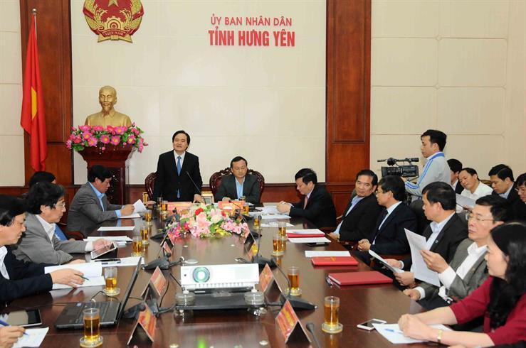 Bộ trưởng Phùng Xuân Nhạ phát biểu tại cuộc làm việc với lãnh đạo tỉnh Hưng Yên