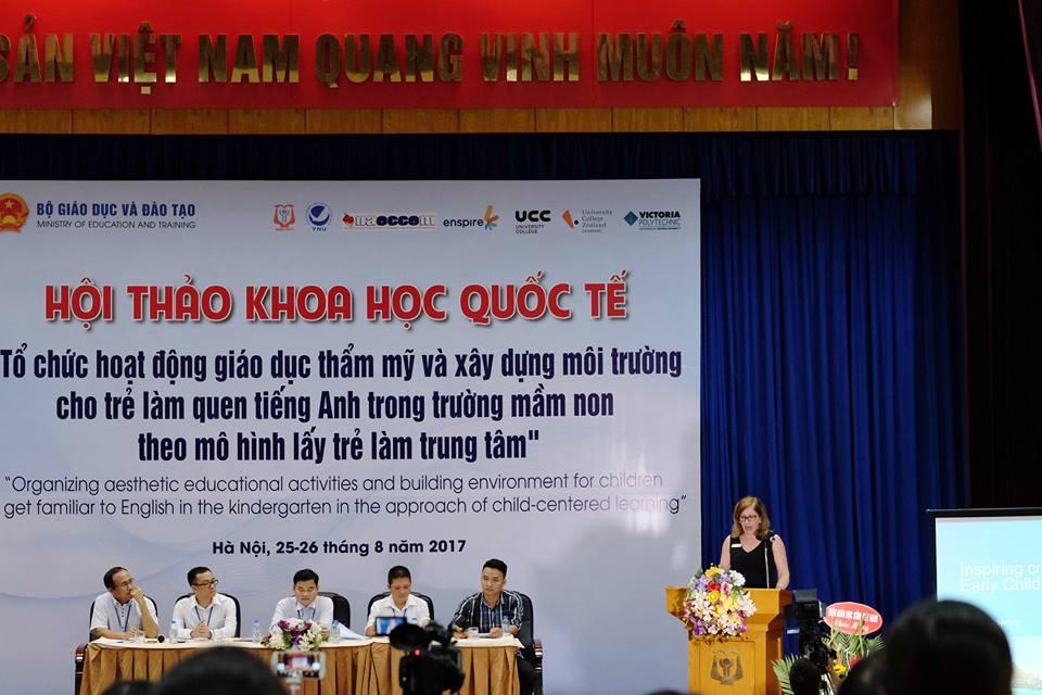 ThS. Susan Downey (Trường Đại học Victoria – Úc) báo cáo tại Hội thảo