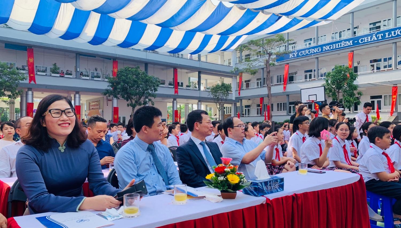 Đ/c Nguyễn Mạnh Hùng, Uỷ viên Trung ương Đảng, Bộ trưởng Bộ Thông tin Truyền thông về dự Lễ Khai giảng