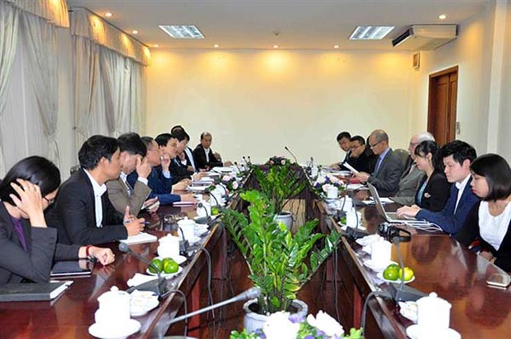 Quang cảnh buổi làm việc của Bộ trưởng Phùng Xuân Nhạ với GS. John Graham và PGS. Trần Ngọc Anh.