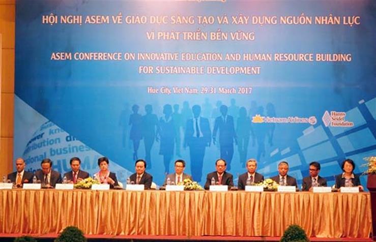 Phó Thủ tướng Chính phủ Vũ Đức Đam, Bộ trưởng Phùng Xuân Nhạ tại Lễ khai mạc Hội nghị ASEM về giáo dục sáng tạo và xây dựng nguồn nhân lực vì phát triển bền vững