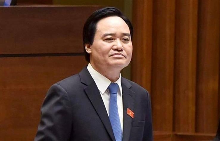 Bộ trưởng Phùng Xuân Nhạ trả lời chất vấn đại biểu tại Hội trường Quốc Hội.