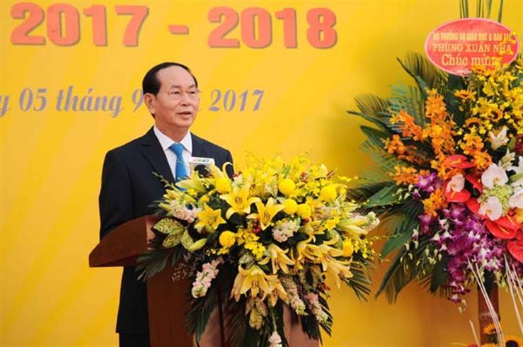 Chủ tịch nước Trần Đại Quang thân ái gửi tới các thầy giáo, cô giáo, các em học sinh, các bậc phụ huynh những tình cảm thân thiết và lời chúc mừng tốt đẹp nhất
