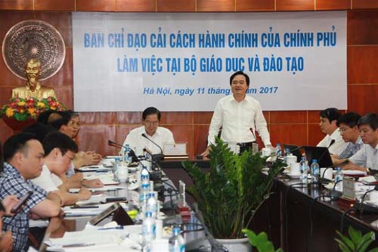 Bộ trưởng Phùng Xuân Nhạ làm việc với Bộ trưởng Bộ Nội vụ Lê Vĩnh Tân, Phó trưởng Ban thường trực Ban chỉ đạo CCHC của Chính phủ