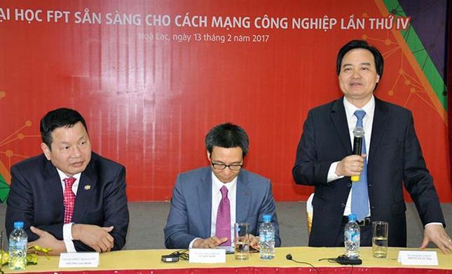 Bộ trưởng Phùng Xuân Nhạ phát biểu tại cuộc làm việc với cán bộ, giảng viên Trường Đại học FPT