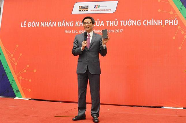 Phó Thủ tướng Vũ Đức Đam nói chuyện với hơn 1.000 sinh viên Trường Đại học FPT về cuộc cách mạng công nghiệp lần thứ 4, những cơ hội và thách thức của Việt Nam